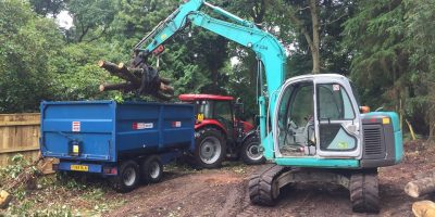 We can remove large quantities of waste timber and woodchip from your site, using large capacity trailers we can clear large areas of unwanted trees quickly and efficiently.  And we can gain access through a standard size gate.